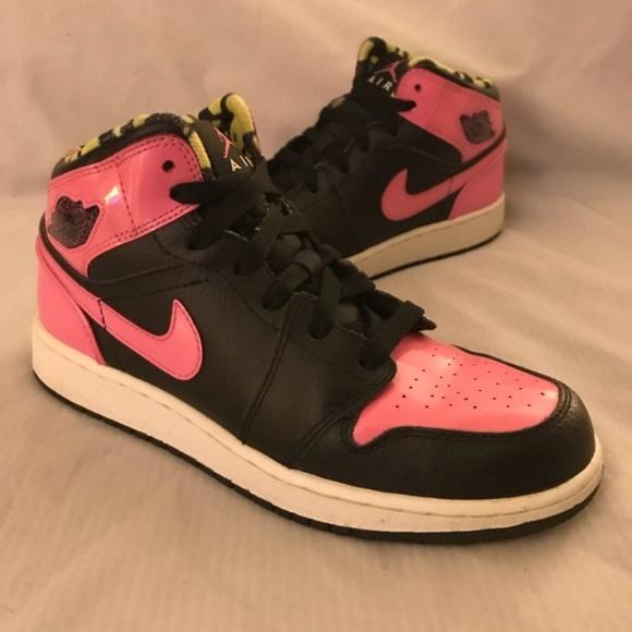 new product fea53 3cd8b Girls Nike Air Jordan 1 Retro Phat Mid